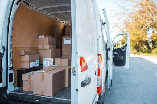 Van - Vehicle「Delivery van full of packages」:スマホ壁紙(8)