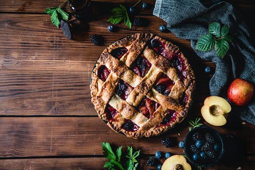 Recipe「High angle photograph of a lattice fruit pie」:スマホ壁紙(3)