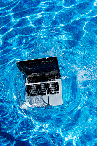 Portability「High angle view of laptop falling in swimming pool」:スマホ壁紙(9)