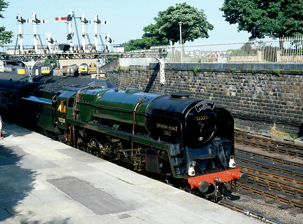 Spa「Scarborough Spa Express. No.92220 'Evening Star' waits to depart from Scarborough Station for York. 14th August 1983.」:写真・画像(0)[壁紙.com]