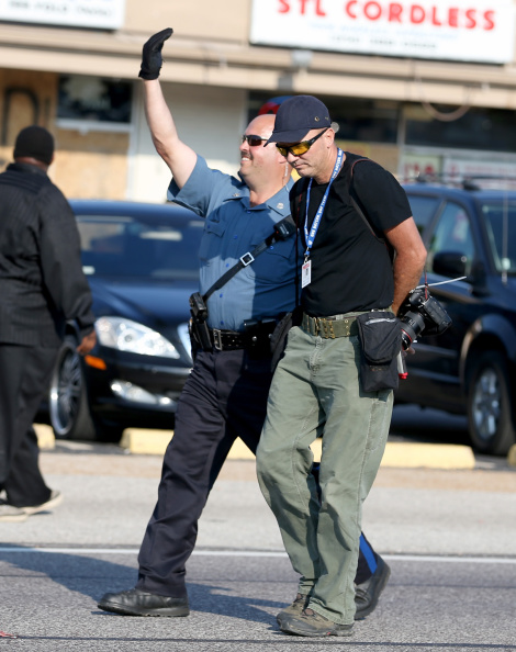 Scott Olson「National Guard Called In As Unrest Continues In Ferguson」:写真・画像(5)[壁紙.com]