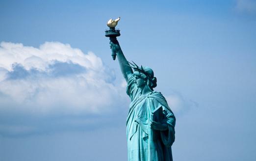 "Liberty Island「""Statue of Liberty against blue sky, New York City, New York, USA.""」:スマホ壁紙(10)"