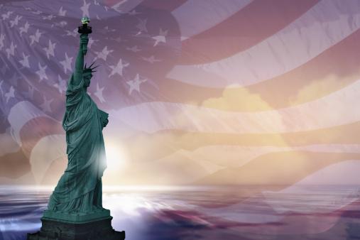Liberty Island「Statue of Liberty and american flag」:スマホ壁紙(18)