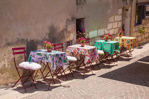 Provence-Alpes-Cote d'Azur「France, Provence-Alpes-Cote d'Azur, Bouches-du-Rhone, Cassis, Restaurant in an alleyway」:スマホ壁紙(8)
