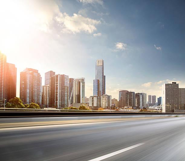 Inner City Road in Motion:スマホ壁紙(壁紙.com)