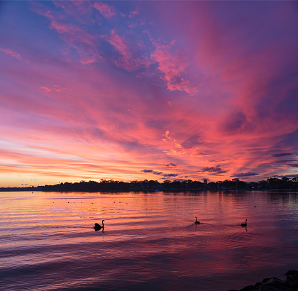 Standing Water「Sunset over lake」:スマホ壁紙(10)