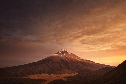 Volcano「Sunset over mountain」:スマホ壁紙(11)