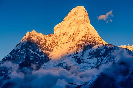 Ama Dablam「Sunset over Mount Ama Dablam, Himalayas, Nepal」:スマホ壁紙(19)