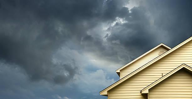 home in stormy day:スマホ壁紙(壁紙.com)