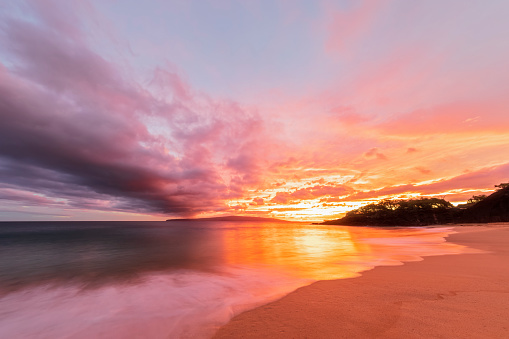 Hawaii Islands「Big Beach at sunset, Makena Beach State Park, Maui, Hawaii, USA」:スマホ壁紙(6)