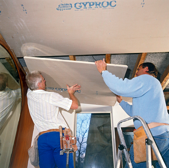 Loft Apartment「Nailing plasterboard ceiling」:写真・画像(11)[壁紙.com]