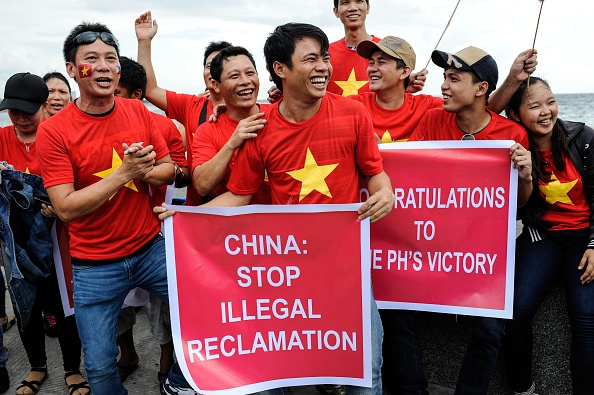 Island「Rallies In Manila Over The South China Sea Dispute」:写真・画像(12)[壁紙.com]