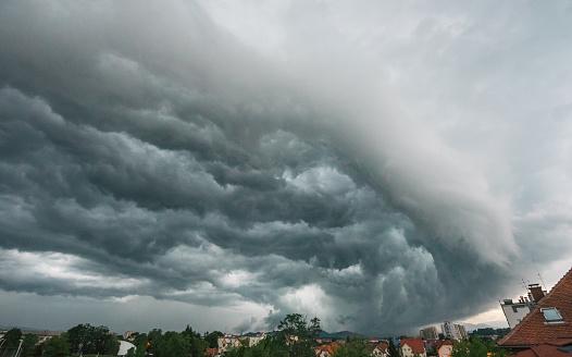 Mammatus Cloud「Supercell over Celje, Slovenia」:スマホ壁紙(9)