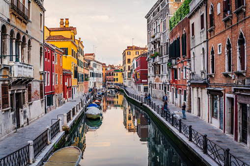 Canal「Venice canal view during sunset」:スマホ壁紙(19)