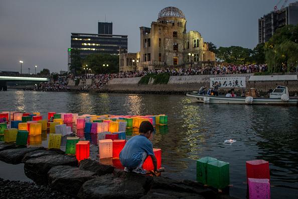 Boys「Hiroshima Marks the 70th Anniversary of Atomic Bomb」:写真・画像(1)[壁紙.com]