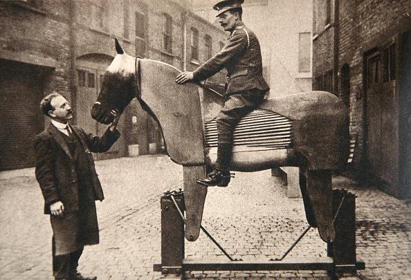 Horse「Training Cavalrymen And Artillerymen How To Ride World War I circa 1914-circa 1918」:写真・画像(1)[壁紙.com]