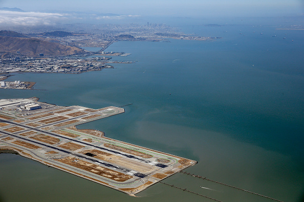 Airport Runway「Boeing 777 Crashes At San Francisco Airport」:写真・画像(5)[壁紙.com]