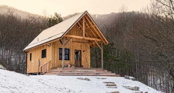 Log Cabin「Rustic Appalachian Cabin in Snow」:スマホ壁紙(7)