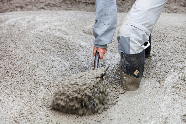 Pouring「Pouring concrete for the floor of a house extension, Ambleside, UK.」:写真・画像(7)[壁紙.com]