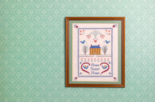 Hanging「Home sweet home sampler against wallpaper」:スマホ壁紙(16)