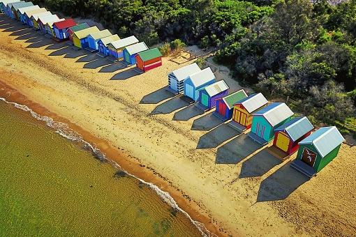 Symmetry「Sunny beach house reflections」:スマホ壁紙(4)