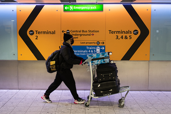 Airport「Flights From The UK To The USA  Cease At Midnight Eastern Time」:写真・画像(16)[壁紙.com]