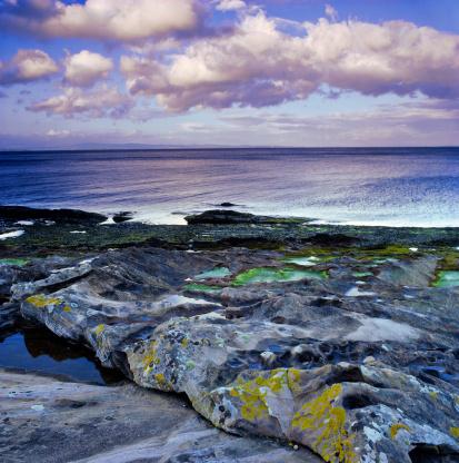 Island of Arran「Rocky coastline of Corrie, Isle of Arran, UK」:スマホ壁紙(19)