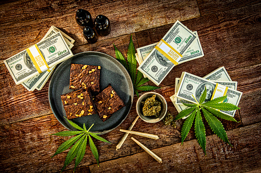 Gummi candy「Cannabis joints and brownies for Medicinal Use」:スマホ壁紙(19)