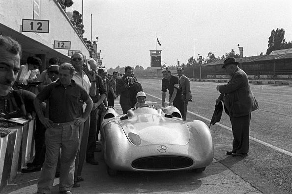 Motorsport「Stirling Moss, Grand Prix Of Italy」:写真・画像(2)[壁紙.com]