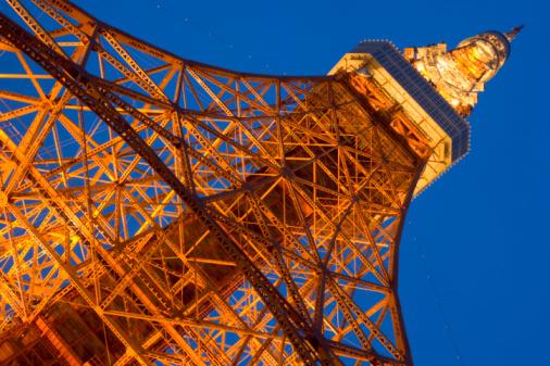 Tokyo Tower「Japan, Tokyo, Minato Ward, Tokyo Tower, low angle view」:スマホ壁紙(6)