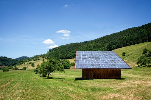 Cumulus Cloud「Solar Panels on a Barn」:スマホ壁紙(1)