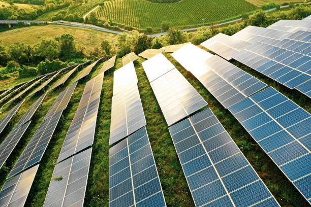 Solar panels fields on the green hills:スマホ壁紙(壁紙.com)