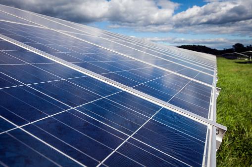 Power Equipment「Solar panels in a field in New England」:スマホ壁紙(15)