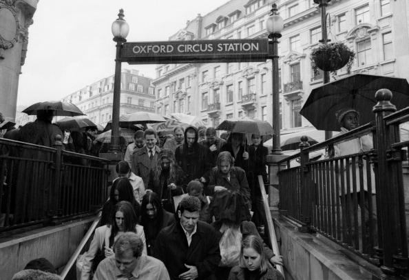 Pouring「Oxford Circus」:写真・画像(0)[壁紙.com]