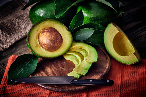 Avocado「Low key Close up of green ripe avocados with leaves」:スマホ壁紙(1)