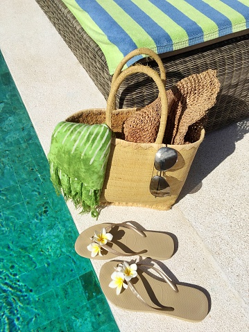Flip-Flop「Flip-flops and a basket with summer accessories by a swimming pool」:スマホ壁紙(5)