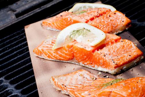 Barbecue Grill「Three Grilled Salmon Filets on Cedar Plank」:スマホ壁紙(4)
