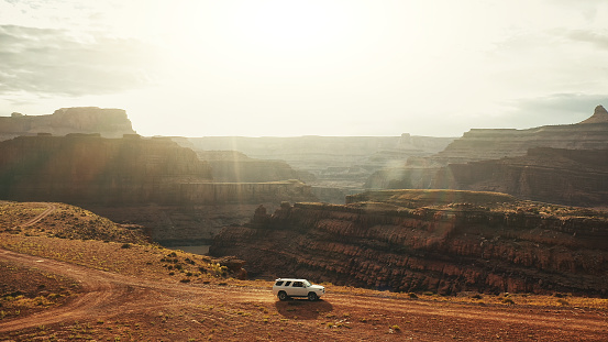 Dirt Road「Drone view: flying over a off road car at the Shafer trail Canyonlands」:スマホ壁紙(8)