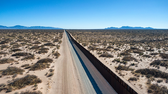Mexico「Drone View of the International Border Between Mexico and The United States」:スマホ壁紙(7)