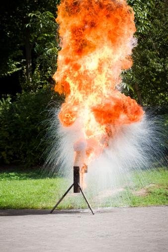 Effort「Water meets hot burning fat - firefighters demonstration」:スマホ壁紙(4)