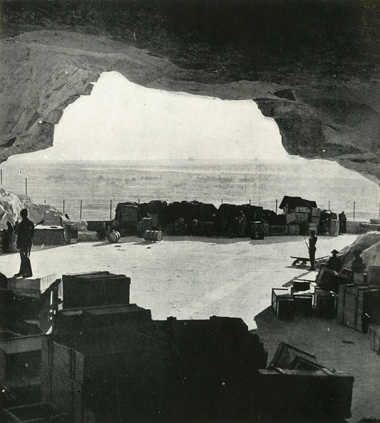 Business Finance and Industry「Huge Bombproof Stores And Repair Shops Were Made From The Caves」:写真・画像(1)[壁紙.com]
