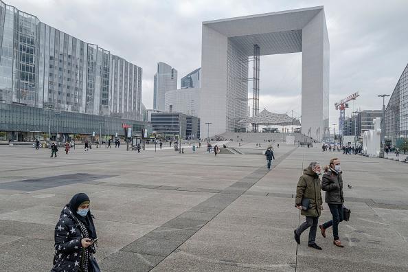 Veronique de Viguerie「Paris In Pandemic Times As Nationwide Covid-19 Restrictions Extended」:写真・画像(17)[壁紙.com]