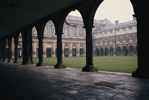 Courtyard「Trinity College Library」:写真・画像(17)[壁紙.com]