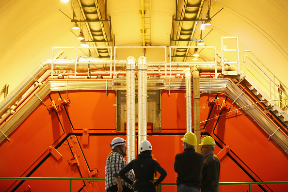 Particle「Behind The Scenes At CERN The World's Largest Particle Physics Laboratory」:写真・画像(1)[壁紙.com]