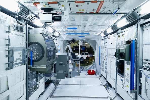 General View「Teams Of Scientists Work Behind The Scenes At The European Space Agency」:写真・画像(16)[壁紙.com]