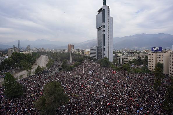 Large「National Strike And Protests Against President Piñera」:写真・画像(18)[壁紙.com]
