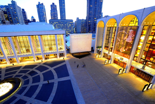 Atmosphere「Seen Around Lincoln Center Day 1 - Fall 2011 Mercedes-Benz Fashion Week」:写真・画像(8)[壁紙.com]