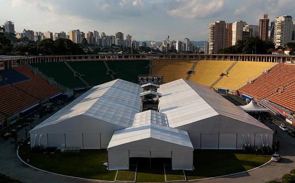 Stadium「Sao Paulo State Governor Joao Doria Visits the Pacaembu Field Hospital Being Build Due to the  Coronavirus (COVID - 19) Pandemic」:写真・画像(1)[壁紙.com]