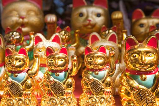 金運「Maneki Neko; Waving Cat for sale; Yuyuan Bazaar」:スマホ壁紙(11)