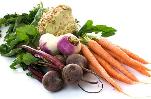 Celeriac「Various root vegetables on white background」:スマホ壁紙(17)